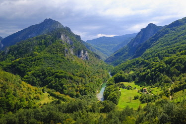 IBXMAN04825930 River Tara, Tara Gorge, View from Tara Bridge in Durdevica, Durmitor National Park, Pljevlja Province, Montenegro, Europe