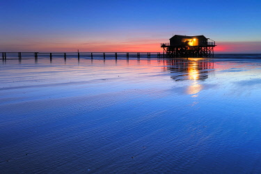 IBXKCV04889138 Lake house on the beach at sunset, running water at low tide, St. Peter-Ording Schleswig-Holstein Wadden Sea National Park, Schleswig-Holstein, Germany, Europe