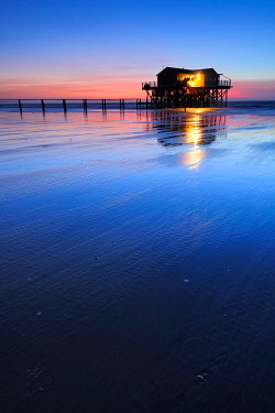 IBXKCV04889139 Lake house on the beach at sunset, running water at low tide, St. Peter-Ording Schleswig-Holstein Wadden Sea National Park, Schleswig-Holstein, Germany, Europe
