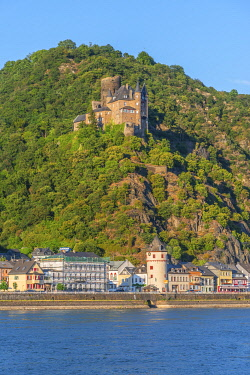 GER11842AWRF River rhine with St. Goarshausen and Katz castle,  Rhine valley, Rhineland-Palatinate, Germany