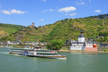 GER11827AW Rhine with Pfalzgrafenstein and Gutenfels castles, Kaub, Rhine valley, Rhineland-Palatinate, Germany