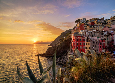 ITA14259AWRF Riomaggiore Village at sunset, Cinque Terre, UNESCO World Heritage Site, Liguria, Italy