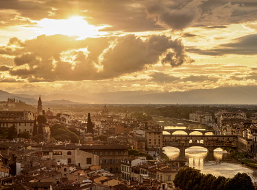 ITA14118AW Cityscape with Ponte Vecchio and Arno River at sunset, Florence, Tuscany, Italy