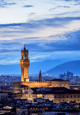 ITA14123AW Palazzo Vecchio at dusk, elevated view, Florence, Tuscany, Italy