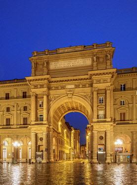 ITA14145AW Arch over Via degli Strozzi at dawn, Piazza della Repubblica, Florence, Tuscany, Italy
