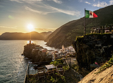 ITA14185AW Vernazza at sunset, elevated view, Cinque Terre, UNESCO World Heritage Site, Liguria, Italy