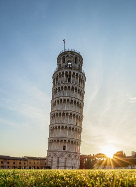 ITA14213AW Leaning Tower at sunrise, Piazza dei Miracoli, Pisa, Tuscany, Italy