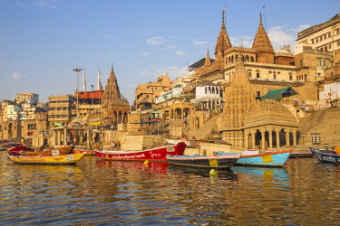 IN425RF India, Uttar Pradesh, Varanasi, View towards the submerged Shiva temple at Scindia Ghat