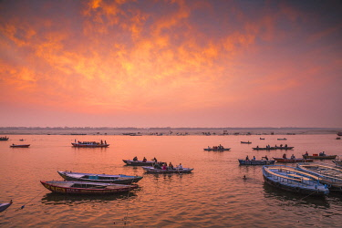IN427RF India, Uttar Pradesh, Varanasi, Dashashwamedh Ghat - The main ghat on the Ganges River