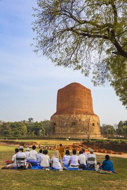 IN08482 India, Uttar Pradesh, Sarnarth, near Varanasi, Dhamekh Stupa and ruins complex, The Stupa marks the spot where Bhuddha preached his first sermon
