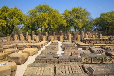 IN08486 India, Uttar Pradesh, Sarnarth, near Varanasi, Dhamekh Stupa and ruins complex