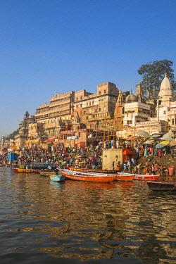 IN08490 India, Uttar Pradesh, Varanasi, Dashashwamedh Ghat - The main ghat on the Ganges River