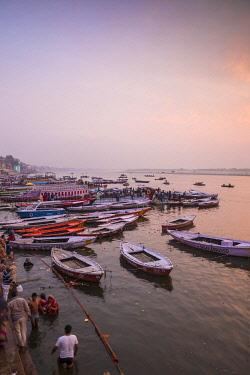 IN08494 India, Uttar Pradesh, Varanasi, Dashashwamedh Ghat - The main ghat on the Ganges River
