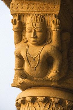 IN08507 India, Uttar Pradesh, Varanasi, Scindia Ghat, Submerged Shiva temple