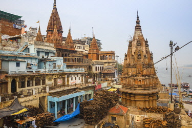 IN08515 India, Uttar Pradesh, Varanasi, Manikarnika Ghat - The main burning ghat, Stacks of wood for cremation