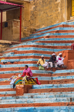 IN08517 India, Uttar Pradesh, Varanasi, People sitting on steps at Gaay or Gai Ghat