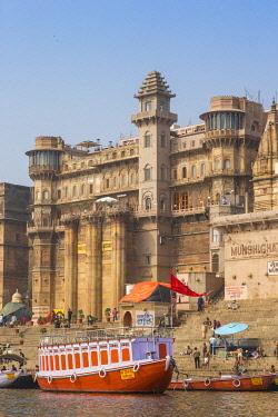 IN08519 India, Uttar Pradesh, Varanasi, View towards Brijrama Palace Hotel at Darbanga Ghat