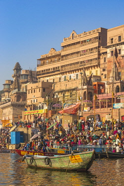 IN08525 India, Uttar Pradesh, Varanasi, View of Ghats