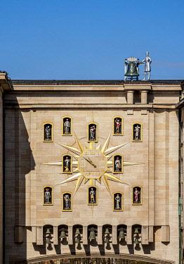 BEL1899AW Jacquemart Clock, Palais de la Dynastie, Mont des Arts, Brussels, Belgium
