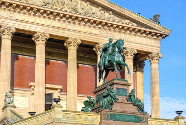 GER11849AW Alte Nationalgalerie (Old National Gallery) on Museumsinsel (Museum Island), Berlin-Mitte, Berlin, Germany