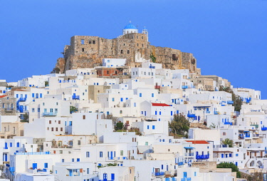 GRE1740AW Venetian castle and the whitewashed houses of the Chora, Astypalea, Dodecanese Islands, Greece, Europe