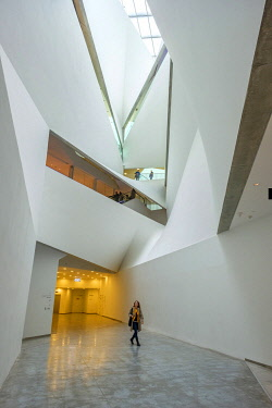 ISR1762AW Tel Aviv Museum of Art, interior of the Herta and Paul Amir Building. Tel Aviv, Tel Aviv-Yafo, Israel.