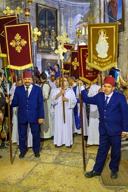 ISR1815AW Orthodox Christians celebrate Easter inside the Church of the Holy Sepulchre, Old City, Jerusalem, Israel.