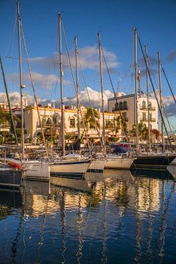 ES09458 Spain, Canary Islands, Gran Canaria Island, Puerto de Mogan, the marina, sunset