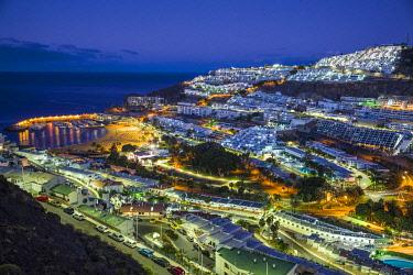 ES09478 Spain, Canary Islands, Gran Canaria Island, Puerto Rico, resort high angle view, dawn