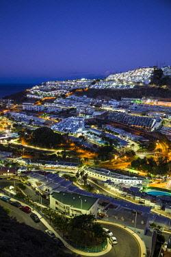 ES09479 Spain, Canary Islands, Gran Canaria Island, Puerto Rico, resort high angle view, dawn