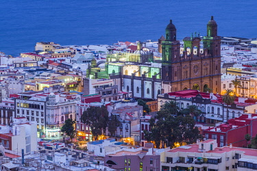 ES09518 Spain, Canary Islands, Gran Canaria Island,  Las Palmas de Gran Canaria, Catedral de Santa Ana, high angle view, dusk