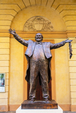 ITA14515 Italy. Emilia Romagna. Modena. The bronze scultpure to famed Italian Opera singer Luciano Pavarotti in front of the theatre bearing his name.