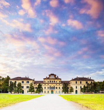 ITA14533 Italy. Emilia Romagna. Parma. The Parco Ducale or The Duke's Park with the Palazzo del Giardino.