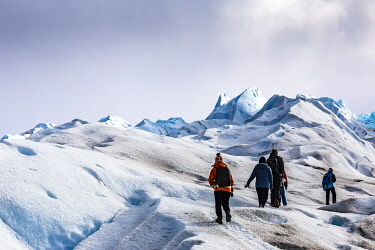 CLKFM109692 Argentina,Patagonia,Santa Cruz province,Los Glaciares National Park,hikers on the Perito Moreno glacier