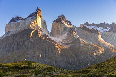 CLKFM110983 Chile, Patagonia, Magallanes and the Chilean region of Antarctica, Ultima Esperanza province, Torres del Paine national park, sunrise on the awesome Paine Horns