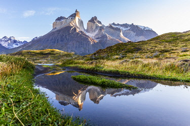 CLKFM110989 Chile, Patagonia, Magallanes and the Chilean region of Antarctica, Ultima Esperanza province, Torres del Paine national park,the Paine Horns reflected in a puddle