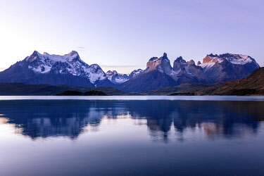 CLKFM111014 Chile,Patagonia,Magallanes and Chilean Antarctica Region,Ultima Esperanza Province,Torres del Paine National Park, Paine mountain range and Lake Pehoé at sunset