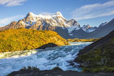 CLKFM111045 Chile,Patagonia,Magallanes and Chilean Antarctica Region,Ultima Esperanza Province,Torres del Paine National Park,Cerro Paine Grande and river Paine