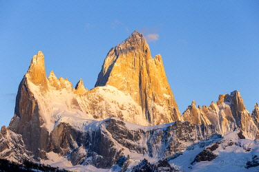 CLKFM112203 Argentina,Patagonia,Santa Cruz Province,Los Glaciares National Park,Mount Fitz Roy at dawn