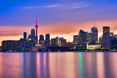 CLKFV112597 Canada, Ontario, Toronto, View of CN Tower and city skyline