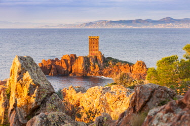 CLKGA105515 The Ile d'Or, a private island located at the east of the city of Saint-Raphael, viewed from Cap Dramont at sunrise, Var department, Provence-Alpes-Cote d'Azur, France