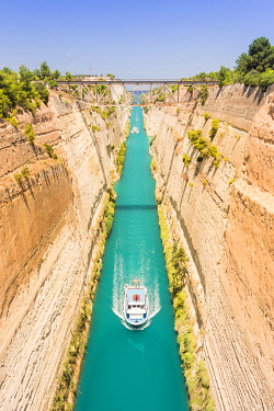 CLKGA107428 Ships transiting in the narrow Corinth canal, Corinthia region, Peloponnese, Greece, Europe