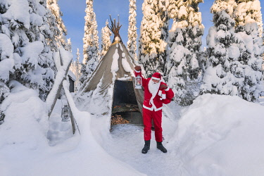 CLKGP111773 Santa Clausin in front of a traditional Lapland tent (Ruka, Kuusamo, Northern Ostrobothnia region, Lapland, Finland, Europe) (MR)