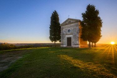 CLKMB111632 Sunrise at Cappella di Vitaleta, San Quirico d'Orcia, Siena, Tuscany, Italy, Southern Europe