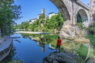 CLKMG112948 The Devil's Bridge (Ponte del Diavolo) on the Natisone river, Cividale del Friuli, Udine, Friuli Venezia Giulia, Italy, Europe (MR)