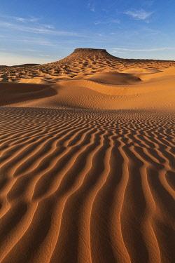 CLKCC110877 Sand dunes with Tim Bejin mountain, Sahara desert, Tunisia, Northern Africa.