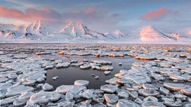 CLKMG110831 Frozen bay of Adventdalen in late winter, Longyearbyen, Svalbard