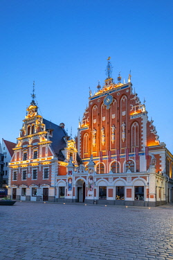 LV01185 House of Blackheads and Schwab House at Night, Town Hall Square, Old Town, Riga, Latvia, Northern Europe,