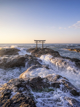 JAP1860AW Traditional Japanese torii gate at the Oarai Isosaki Shrine, Ibaraki Prefecture, Japan