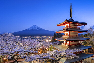 JAP1979AW Chureito Pagoda of the Arakura Sengen Shrine with Mount Fuji, Fujiyoshida, Yamanashi Prefecture, Japan